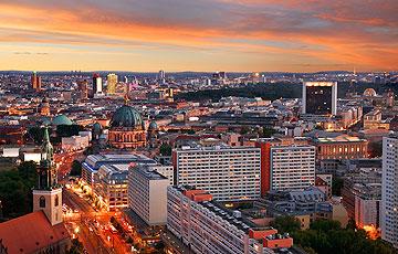 Berlin mit Reichstag und Dom