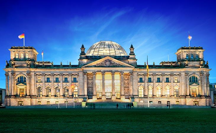 Beleuchtetes Reichstagsgebäude